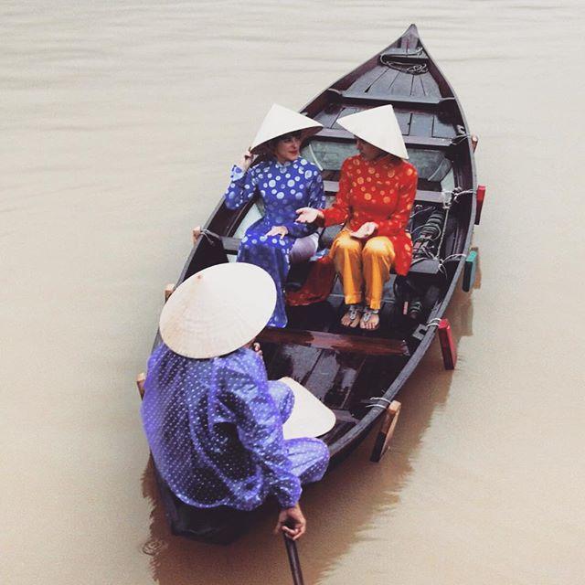 Paseo y ofrenda por el río Thu Bon