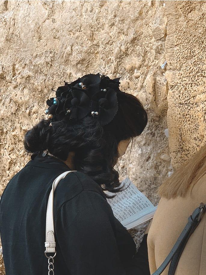 Mujer judía en el Muro de Los Lamentos | Rojo Cangrejo Blog de viajes
